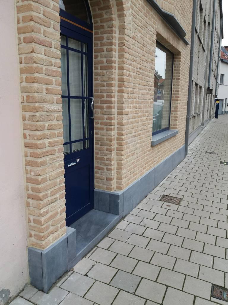 Gent detail na renovatie met steenstrips